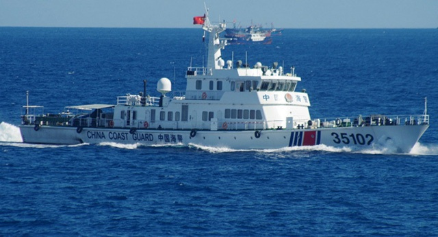 Tàu tuần duyên Trung Quốc đi vào vùng biển tranh chấp với Nhật Bản ở biển Hoa Đông. (Ảnh: AFP)