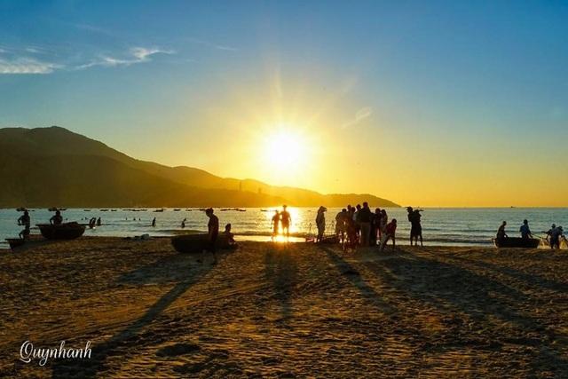 Đợi cá cùng mặt trời