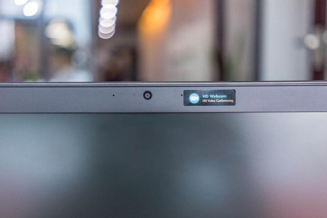 Camera trước chất lượng cao. Từ nay đến 30/10/2016, khi mua bất kỳ sản phẩm thuộc dòng HP ProBook 400 series G3, khách hàng sẽ được tặng một ba lô HP Value 15,6 inch trị giá 500.000 đồng.  Khách hàng có thể liên hệ Tổng đài hỗ trợ 24/7 của HP qua hotline: 1800 58 88 68 (miễn phí) để nhận được hỗ trợ.