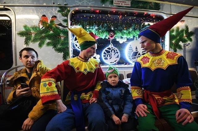 """Tàu điện ngầm Moscow hút khách năm mới bằng chiêu """"độc"""" - 9"""