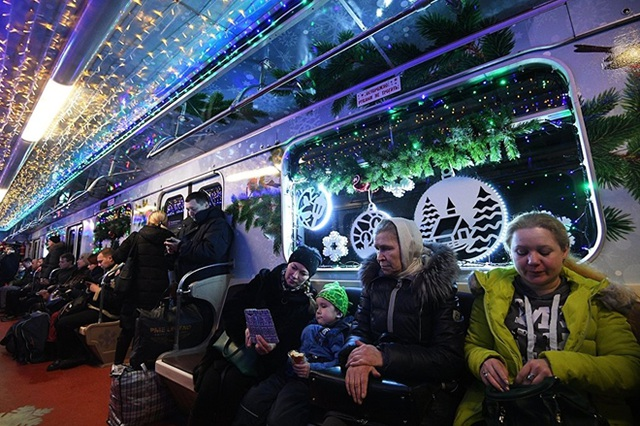 """Tàu điện ngầm Moscow hút khách năm mới bằng chiêu """"độc"""" - 10"""