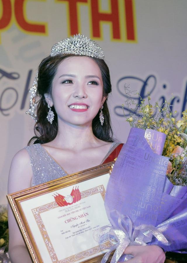 Cận cảnh gương mặt rạng rỡ của Hoa khôi đầu tiên của Học viện Phụ nữ Việt Nam
