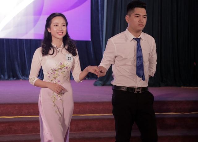 Thí sinh Nguyễn Thu Thủy giành giải Người đẹp ảnh và ngôi vị Á khôi 2.