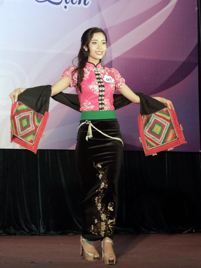 Nữ sinh Yên Bái Trịnh Thu Hà đã giành giải Thí sinh Tài năng của cuộc thi. Trong phần thi trang phục tự chọn, Thu Hà chọn cho mình bộ trang phục dân tộc đặc trưng