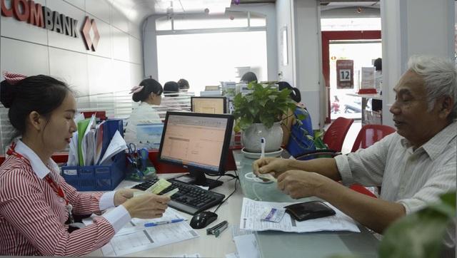 Thanh toán tiền điện qua ngân hàng tạo nhiều thuận lợi cho khách hàng - Ảnh: Hạ An