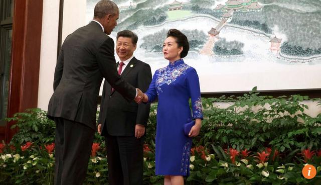 Bà Bành Lệ Viên tại yến tiệc tiếp đón lãnh đạo G20. (Ảnh: Reuters)