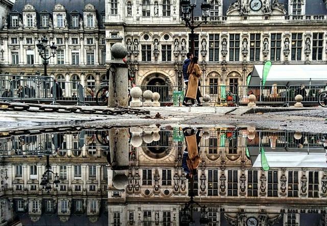 Hình ảnh phản chiếu trên một con phố tại Paris, Pháp  Chùm ảnh tuyệt đẹp chụp các… vũng nước khắp thế giới bằng smartphone