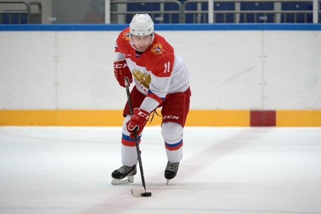 Ông Putin thích chơi môn khúc côn cầu (hockey) (Ảnh: Sputnik)