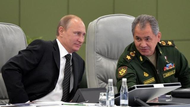 Tổng thống Nga Putin (trái) và Bộ trưởng Quốc phòng Sergey Shoygu (Ảnh: Documentary)