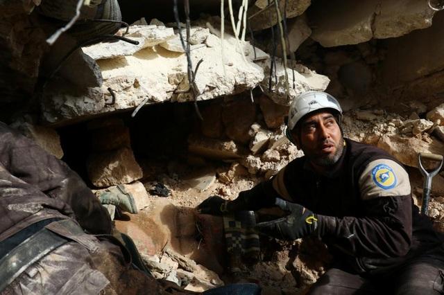 Các nhân viên thuộc lực lượng dân phòng Syria hay nhóm tình nguyện viên Mũ bảo hiểm Trắng đã được đề cử giải Nobel Hòa bình khi cuộc nội chiến Syria bước sang năm thứ 6. Nhóm tình nguyện viên Mũ bảo hiểm Trắng ở Syria được đánh giá cao nhờ sự dũng cảm cứu giúp dân thường Syria. Hoạt động ở các khu vực phe đối lập kiểm soát, nhóm gần 3.000 tình nguyện viên này thường đào bới các đống đổ nát để tìm người sống sót.
