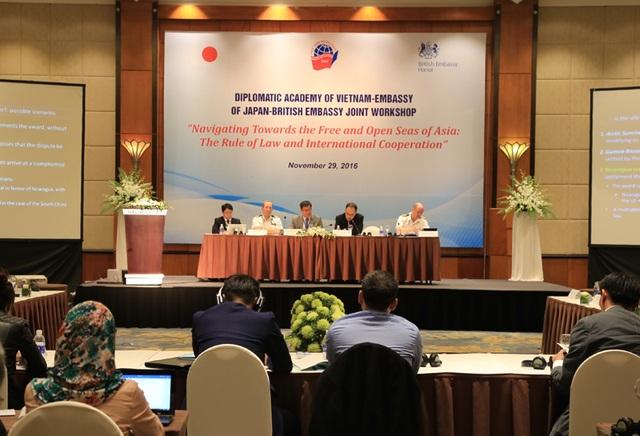 Các chuyên gia thảo luận tại hội thảo (Ảnh: Đại sứ quán Anh tại Việt Nam)
