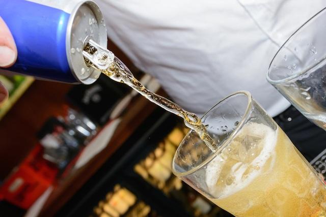 Nước tăng lực pha với rượu: Hại não ngang ma túy - 1