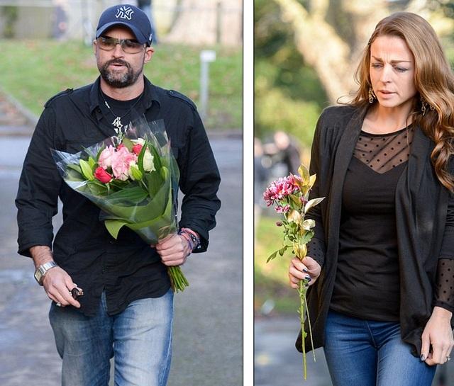 Bạn bè, người thân, khán giả George Michael liên tục tới nhà ông đặt hoa tưởng niệm trong ngày hôm qua