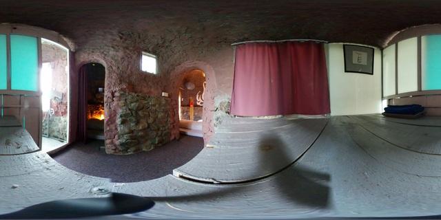 Ảnh 360 độ bên trong căn nhà bê tông.