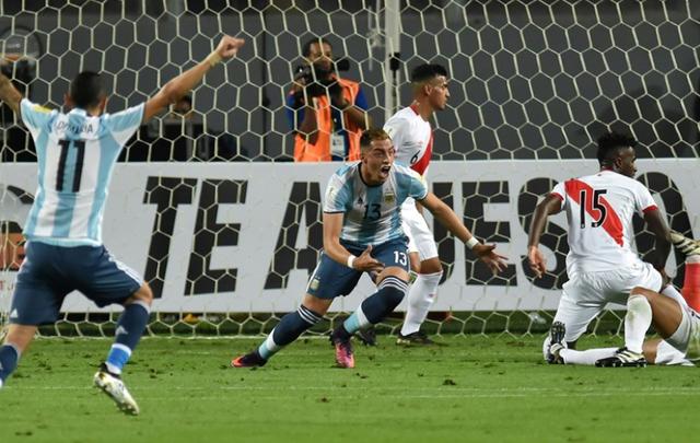 Argentina có được bàn thắng dẫn trước từ khá sớm