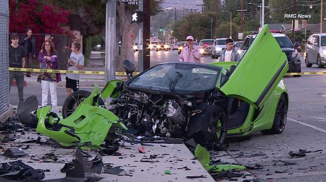 Siêu xe McLaren tan nát sau tai nạn - 3