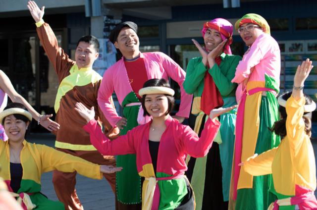"""""""Tấm Cám - Bống bống bang bang"""" của trường UNSW Canberra at ADFA giành giải Nhất VietCOMPET 2016. Ảnh: Hoàng Trường"""