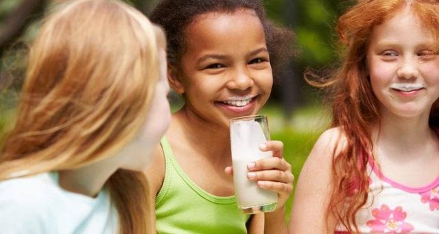 """Sữa học đường: Ưu tiên hàng đầu cho những """"công dân nhí"""" - 2"""