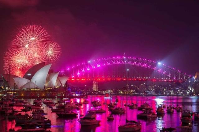 Bến cảng Sydney rực sáng trong đêm cuối cùng của năm 2016 (Ảnh: ABC)