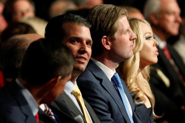 Các con của ông Trump có mặt tại buổi tranh luận.