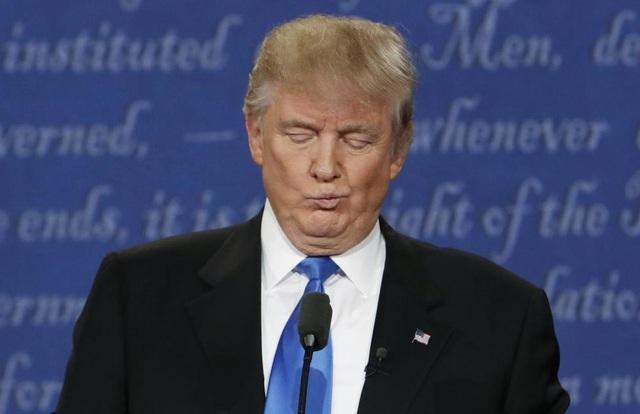 Ông Trump đưa ra nhiều bình luận công kích bà Clinton, trong đó có việc cáo buộc bà Clinton chỉ nói mà không làm.