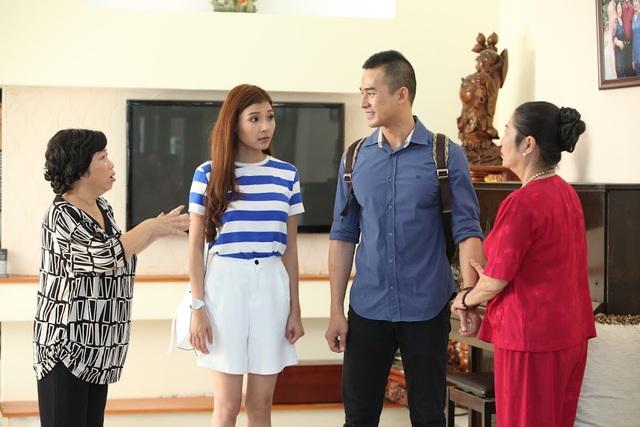 Hai diễn viên trẻ đẹp hào hứng khi tham gia phim truyền hình cùng nhau.