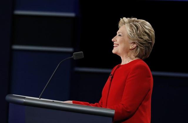 Tuy nhiên, bà Clinton được cho là đã làm chủ sân khấu khi luôn tỏ ra bình tĩnh trước những công kích của đối phương.