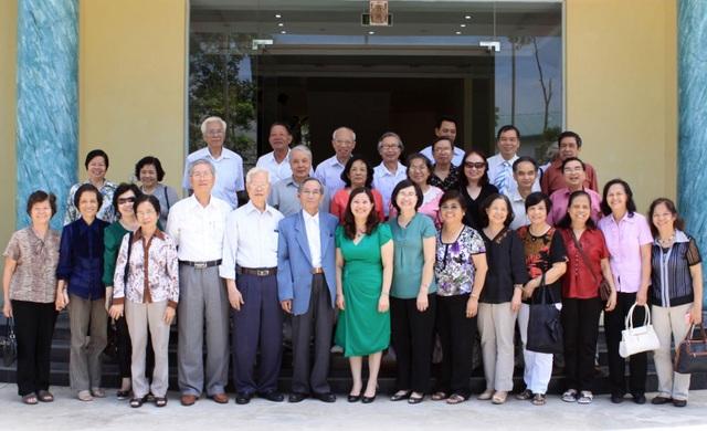 Hội Cựu giáo chức trường ĐH Dược Hà Nội thăm nhà máy Dược phẩmTâm Bình