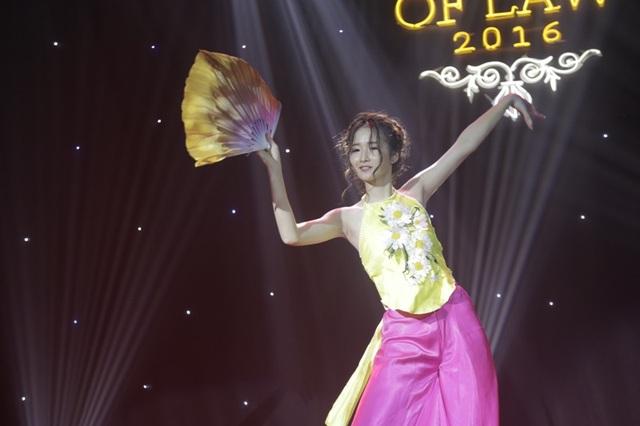 Lựa chọn nền nhạc Bánh trôi nước phối EDM, Lê Thùy Trang đã có một phần thi múa đương đại khá thành công