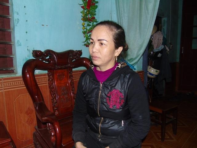 Nghề đi biển tại Quảng Bình khó khăn nên bà Lê Thị Ngưu đã phải vay mượn tiền để cho con sang Hàn Quốc lao động. (Ảnh Tiến Thành)