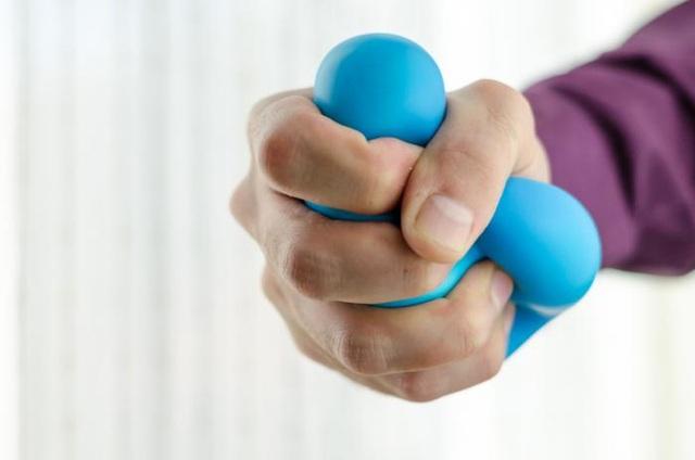 Các nhà nghiên cứu đã phục hồi chức năng cánh tay và bàn tay cho bệnh nhân bị liệt bằng cách tiêm một chất gọi là AST-OPC1.