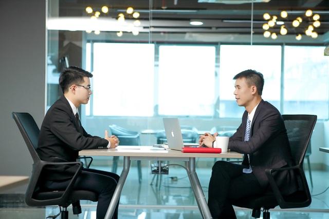 Ngoài là giảng viên môn Bảo hiểm, thầy Vũ Chí Huy còn là nhà tuyển dụng. Thầy luôn quan tâm đến chất lượng và năng lực thực tế hơn là bằng cấp của ứng viên.