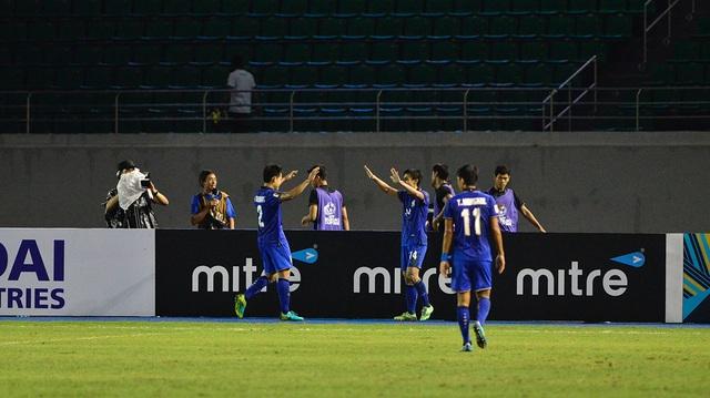 Thái Lan thể hiện đẳng cấp là đội bóng số 1 ở bảng A