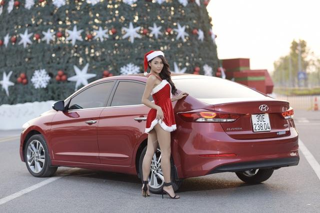 Hyundai Elantra 2016 là thế hệ thứ 6 hoàn toàn mới của mẫu xe Elantra danh tiếng của Hyundai. Xe được ra mắt thị trường thế giới vào cuối năm 2015 và giới thiệu tại Việt Nam vào ngày 12/7/2016.