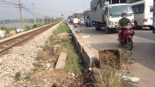 Hà Nội: Tàu hỏa tông ô tô, 5 người tử vong, 2 người nguy kịch - 5