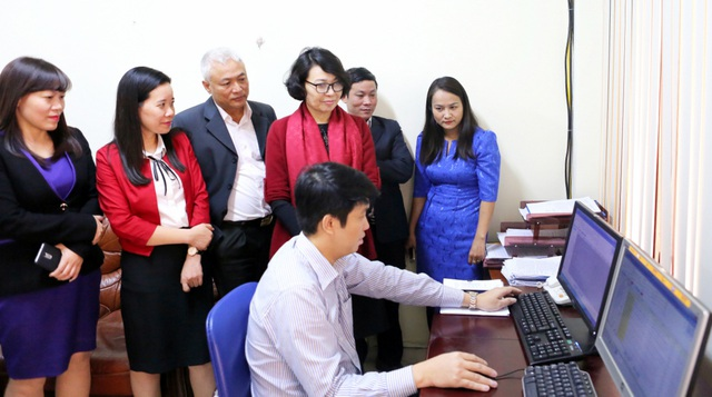 Chiều 28/12, Thứ trưởng, Tổng Giám đốc BHXH Việt Nam Nguyễn Thị Minh đã trực tiếp kiểm tra việc vận hành hệ thống.