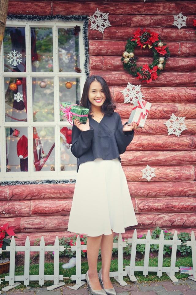 Thu Huệ cho biết dù học giỏi nhiều ngoại ngữ, nhưng cô vẫn là một cô gái Việt Nam truyền thống nên không quá quan trọng dịp lễ Giáng sinh.
