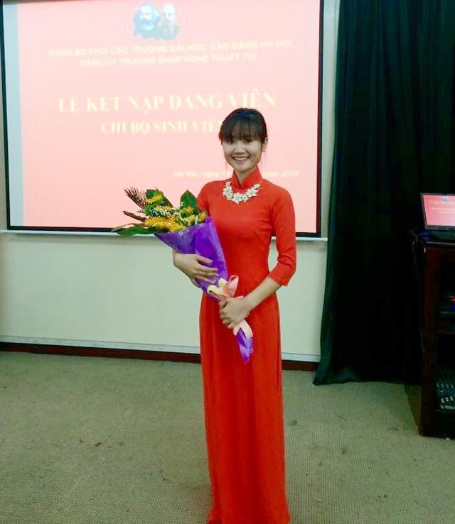 Năm thứ 4 ĐH, Thu Trang đã được kết nạp vào Đảng.
