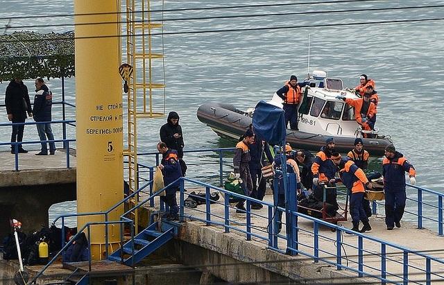 Khoảng 3.500 người tham gia vào chiến dịch tìm kiếm thi thể nạn nhân và xác máy bay Tu-154 của Nga ở Biển Đen. (Ảnh: TASS)