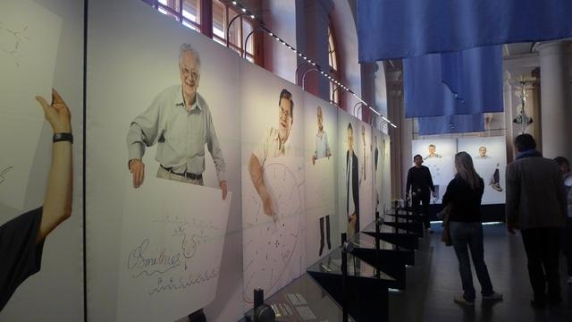 Sketches of Science là một triển lãm ảnh, trong đó trưng bày 42 bức ảnh của những người đoạt giải Nobel và phác họa của chính họ về các công trình đoạt giải Nobel của mình.