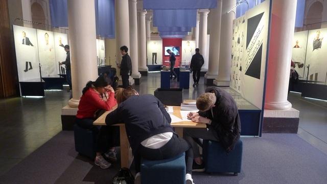 Bảo tàng cũng có không gian cho các bạn trẻ tới nghiên cứu.