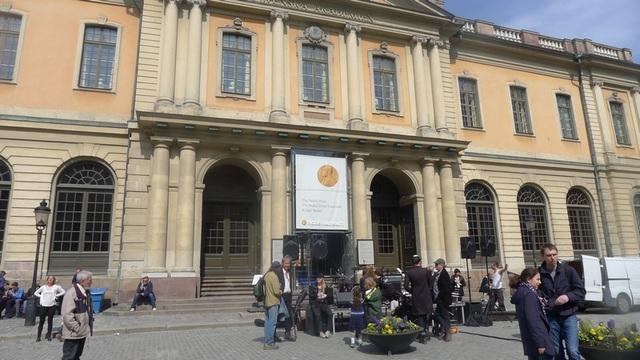 Bảo tàng Nobel tọa lạc tại khu phố cổ Gamla Stan và là một trong những địa điểm tham quan yêu thích của du khách tại thủ đô của Thụy Điển. Bảo tàng mở cửa năm 2001 và nằm bên trong một tòa nhà từ thế kỷ 18 đẹp nhất của Stockholm.