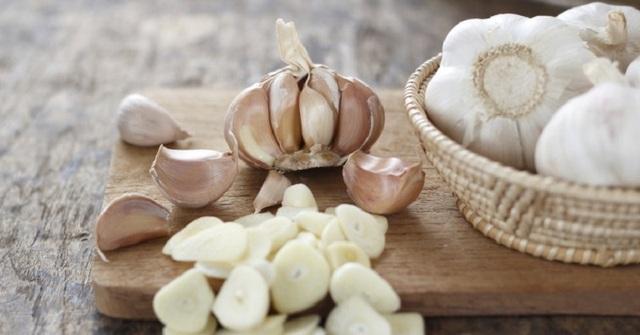 Tỏi đã được sử dụng như một phương thuốc đau tai trong hàng ngàn năm .