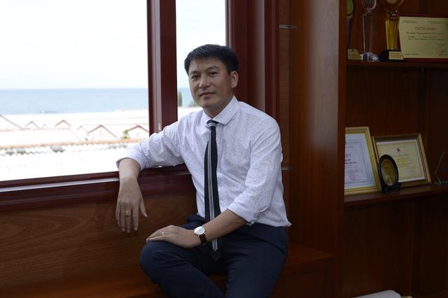 Ông Hoàng Anh luôn khao khát và tâm đắc làm sao con tôm Việt Nam phát triển, góp phần phát triển bền vững