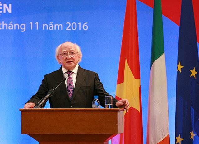 Tổng thống Ireland Michael Daniel Higgins thuyết trình về chủ đề Phát triển bền vững
