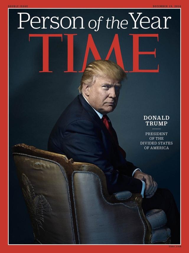 """Sau một mùa bầu cử tranh cãi và nhiều biến động, tỷ phú Donald Trump đã giành chiến thắng và chính thức trở thành Tổng thống thứ 45 của Mỹ. Tân tổng thống đắc cử đã được tạp chí Time danh tiếng bầu chọn làm Nhân vật của năm với dòng chú thích: """"Tổng thống của nước Mỹ chia rẽ"""". (Ảnh: Time)"""