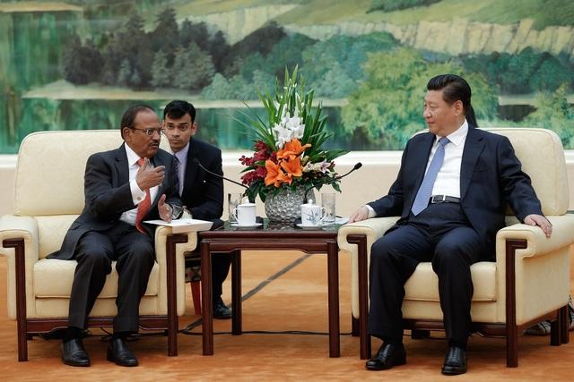 Ông Ajit Dova hội kiến Chủ tịch Trung Quốc Tập Cận Bình tại Bắc Kinh năm 2014. (Ảnh: Bloomberg)