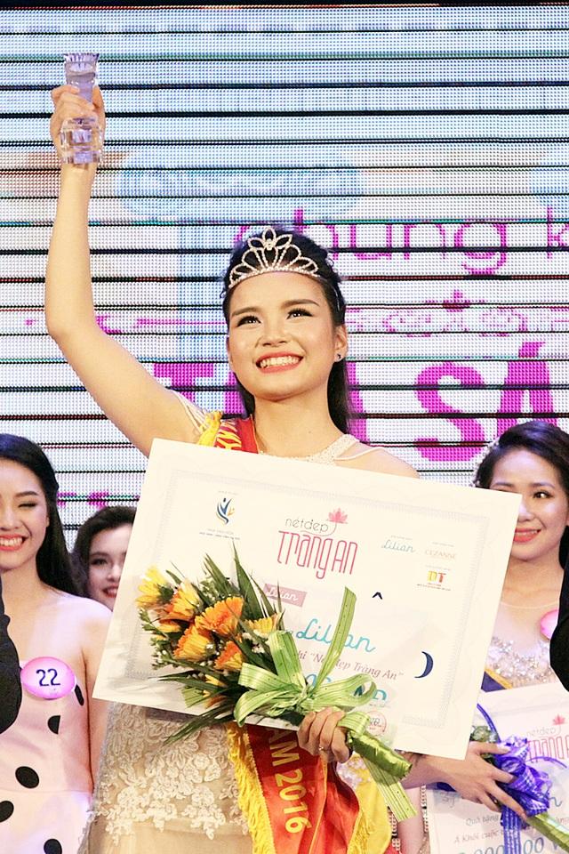 Khoảnh khắc đăng quang của Lê Thị Phương Linh