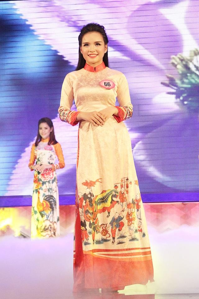 Tân hoa khôi Nét đẹp Tràng An duyên dáng trình diễn trang phục áo dài