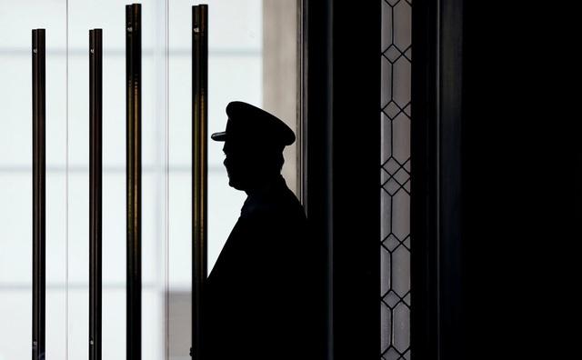 Bảo vệ là người đầu tiên chào đón khách tới thăm khách sạn Trump International Hotel.